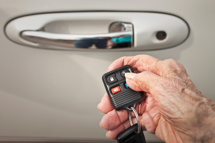 Do painkillers impair a senior's ability to drive?-Image