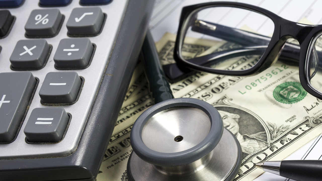 Medicaid or Medicare: Who Pays for Nursing Home Fees?-Image