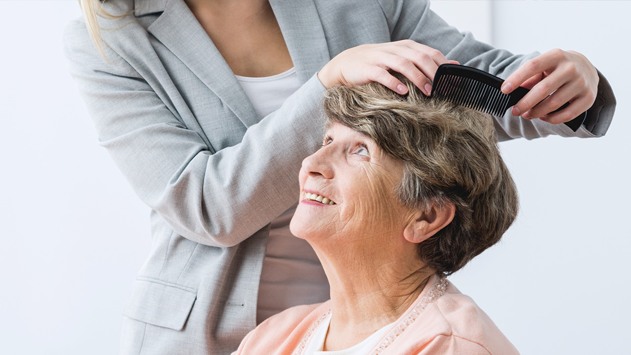 10 Caregiver Tips for Caring for an Elderly Person's Hair-Image