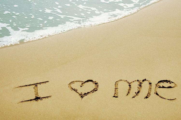 "Writing in the sand of a beach that reads ""I love me"""