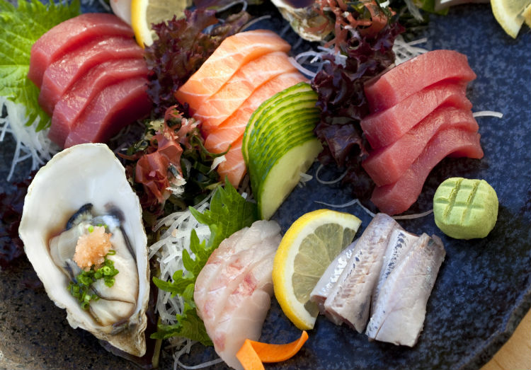 Sashimi platter with raw oysters