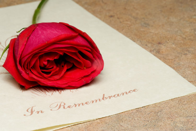 5 Essential Differences Between a Burial and a Cremation Service-Image