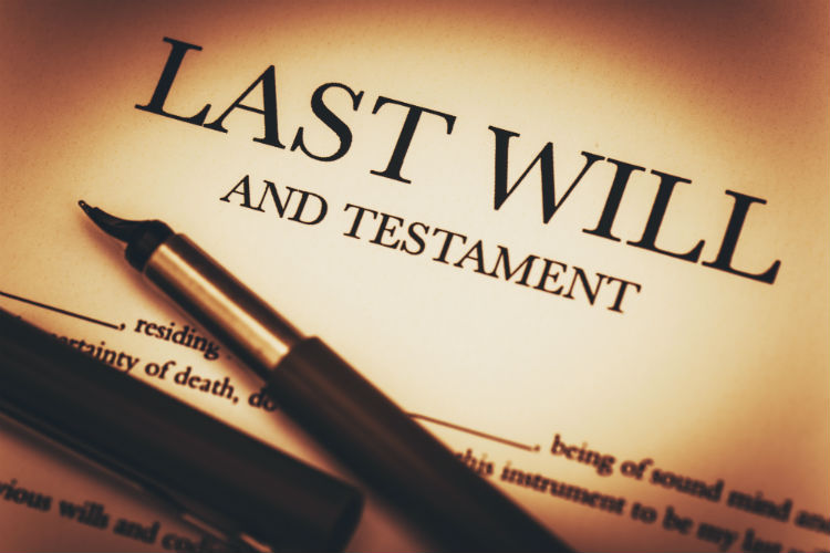 "A fountain pen resting on top of a document that says ""last will and testament"""