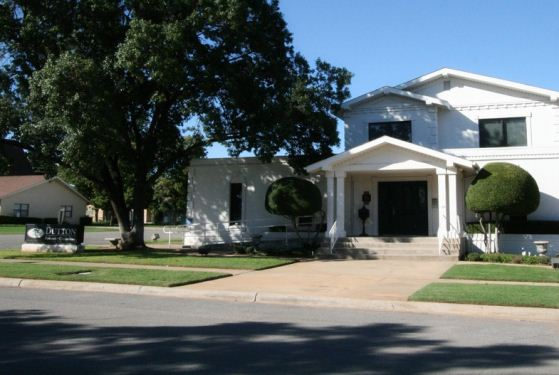 Dutton Funeral Home at Iowa Park, TX