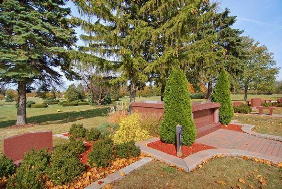 Chapel Lawn Memorial Gardens Schererville In Cemetery